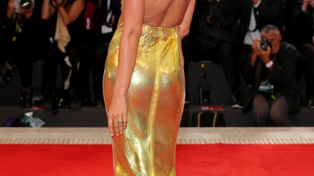 Irina Shayk brilhou 'como o ouro' no Festival de Cinema de Veneza