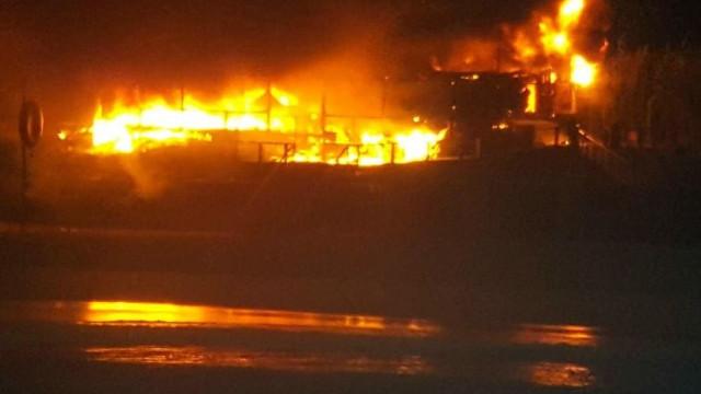 """Bar na Praia do Baleal consumido pelo fogo. """"A destruição foi total"""""""