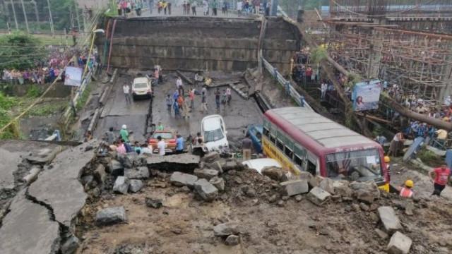Queda de viaduto na cidade indiana de Calcutá faz pelo menos um morto