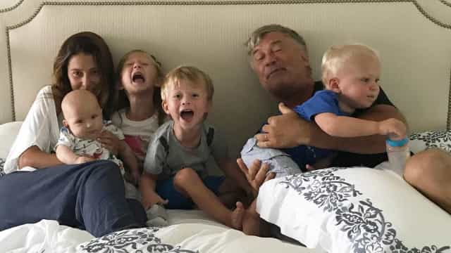 Mulher de Alec Baldwin partilha momento ternurento… em família