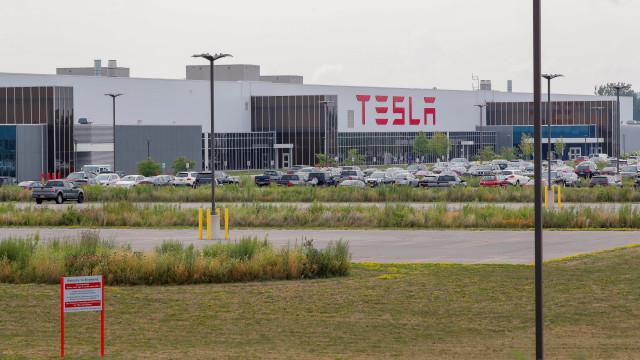 """Como é trabalhar na Tesla? """"O Elon Musk faz o que quer, quando quer"""""""