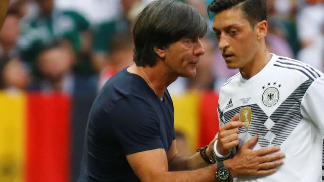 Joachim Löw 'encerra' capítulo Özil na seleção