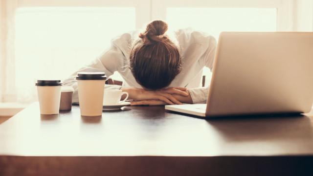 Saiba o que fazer caso sofra de enxaqueca repentina durante o trabalho