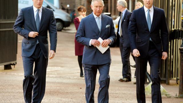 Palácio nega rumores quanto a relacionamento de Carlos com os filhos