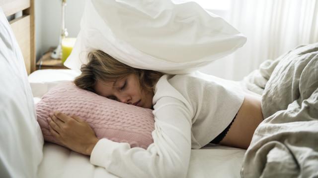 """""""Adormeci na sexta e acordei no domingo"""": Conheça a doença do super sono"""