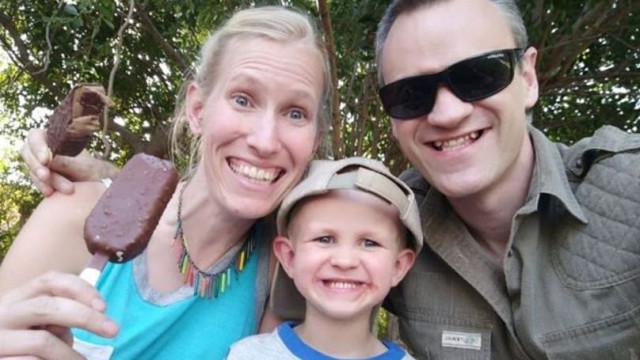 Família de cientista britânico luta pela vida após ataque de girafa