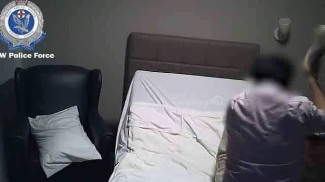 Filha instala câmara em lar e descobre que o pai é agredido