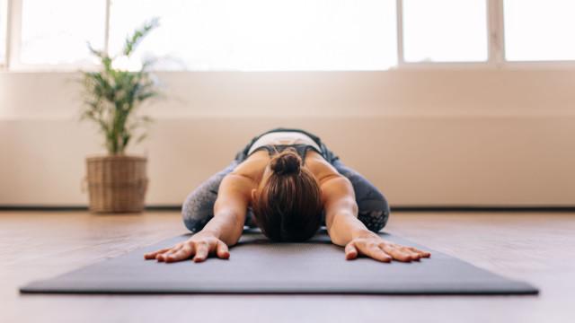 Além do tapete, há mais acessórios que lhe são imprescindíveis ao Yoga