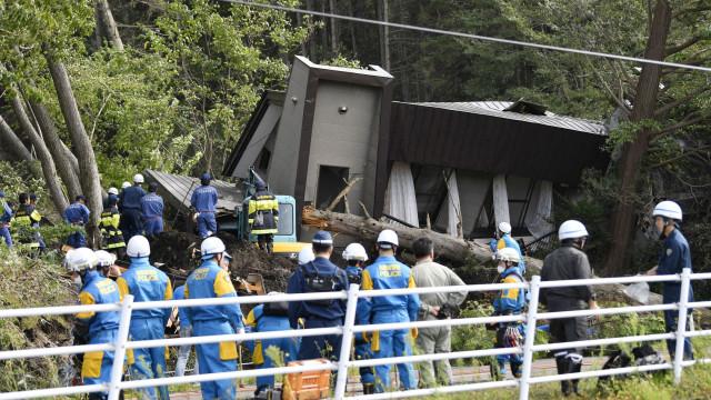 O rasto de destruição deixado pelo sismo do Japão em imagens