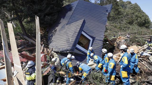 Sobe para 18 número de mortos devido a sismo no Japão