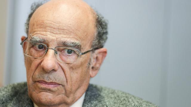 """É """"surpreendente"""" que Univ. do Porto acolha reunião de """"negacionistas"""""""