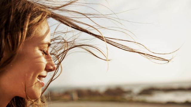 Sim, é possível 'apressar' o crescimento do cabelo. Siga as dicas certas