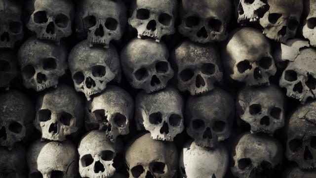 Vala comum clandestina com 166 crânios encontrada no México