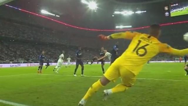A impressionante defesa de Areola que segurou o empate no Alemanha-França