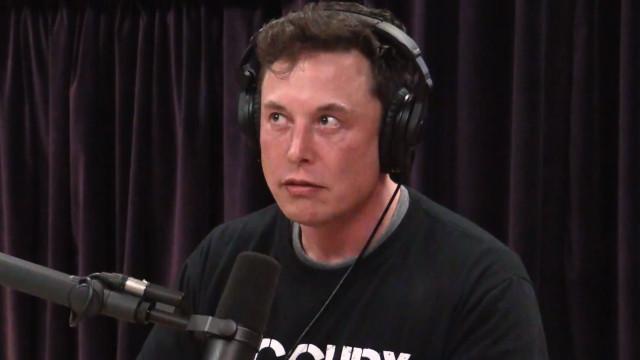 Elon Musk admite considerar avião elétrico