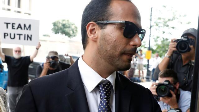 Juiz recusa adiar pena de prisão a ex-assessor de campanha de Trump