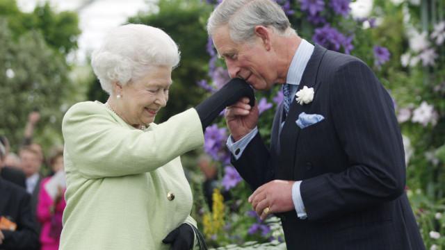 Rainha Isabel II prepara festa de 'arromba' para aniversário de Carlos