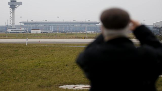 """Novo aeroporto de Berlim podia servir de """"museu das construções erradas"""""""