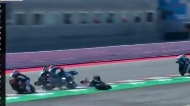 Moto3: A arrepiante queda em cadeia de cinco pilotos