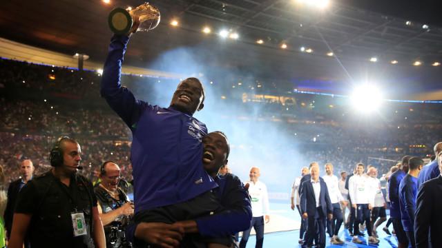 A música entoada no Stade de France que deixou Kanté de sorriso rasgado