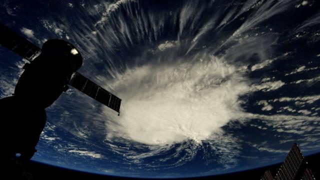 """Florence mantém-se """"grande ameaça"""" nas próximas 24 a 36 horas"""