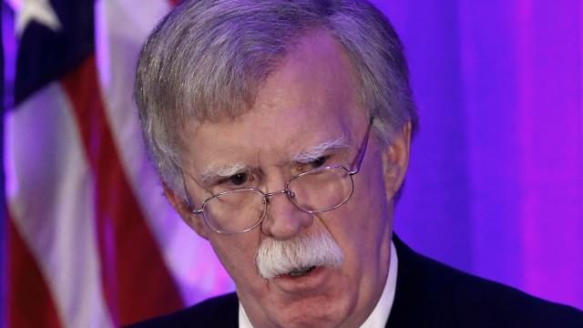 EUA ameaçam Síria com resposta militar caso volte a usar armas químicas