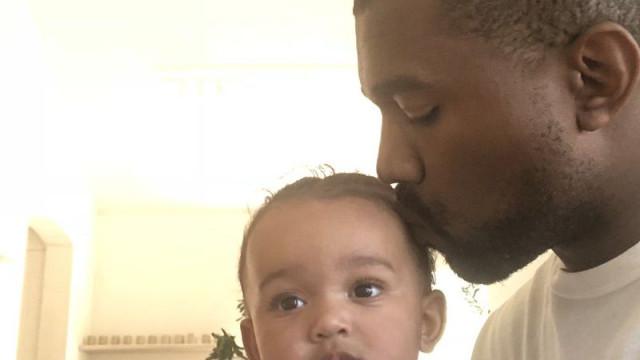 Kanye West partilha foto com filha mais nova e 'derrete' fãs