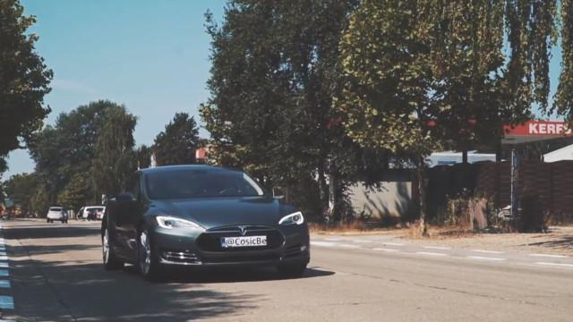 Tesla tem vulnerabilidade que permite copiar chaves dos carros