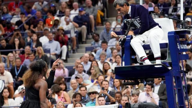 Roger Federer volta a comentar a polémica entre Serena e Carlos Ramos