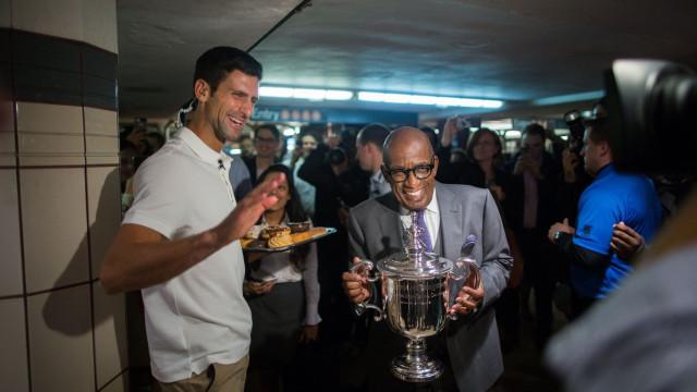 Djokovic distribuiu donuts pelo metro de Nova Iorque