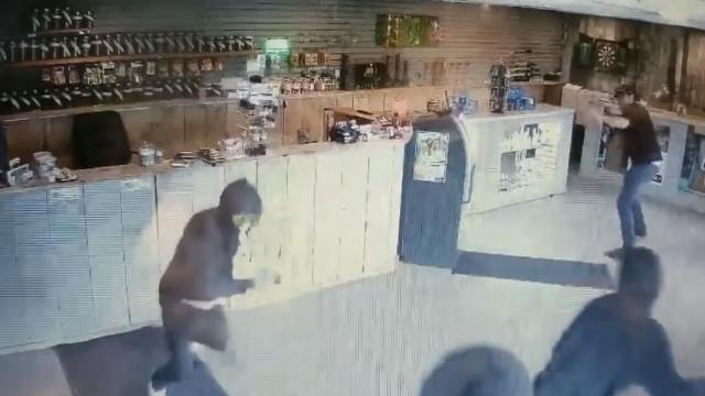 Como um funcionário de uma loja de canábis conseguiu afugentar ladrões