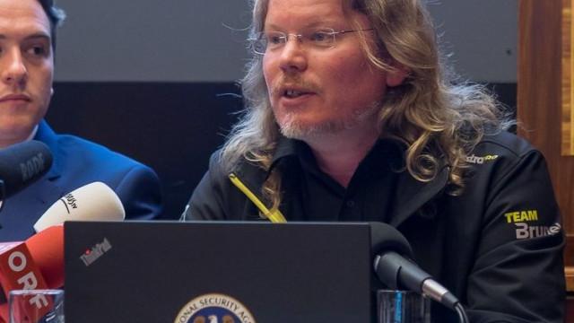 Objetos de colaborador de WikiLeaks desaparecido encontrados num fiorde