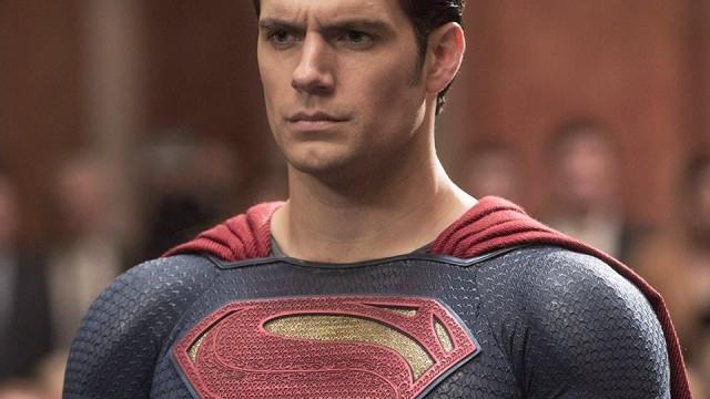 Henry Cavill vai deixar cair a capa do Super-Homem