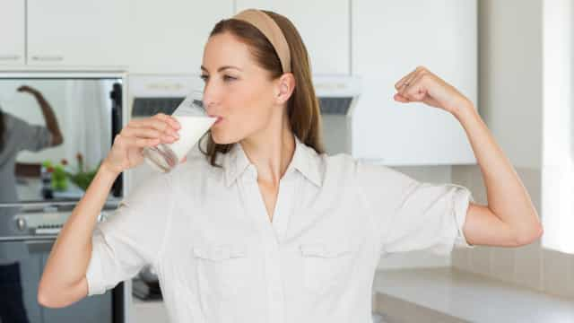Beber três copos de leite gordo por dia faz isto ao organismo