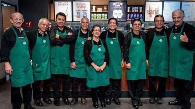 Neste Starbucks só trabalha quem tiver mais de 50 anos