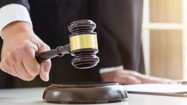 Um herdeiro autor de homicídio perde o direito à herança da vítima?