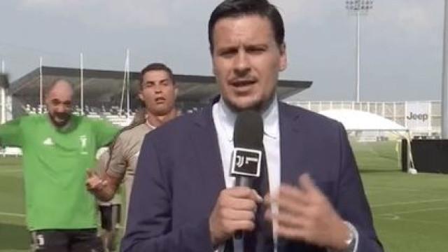 Cristiano Ronaldo interrompe treino e faz de 'emplastro' com jornalista