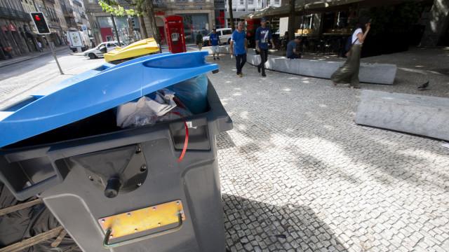 """Oposição na Câmara do Porto critica """"degradação"""" na recolha de lixo"""