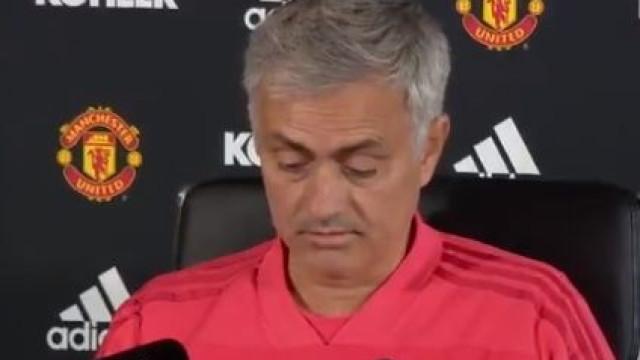 """Mourinho 'sacou' das notas e respondeu aos """"obcecados"""" em 2 minutos"""