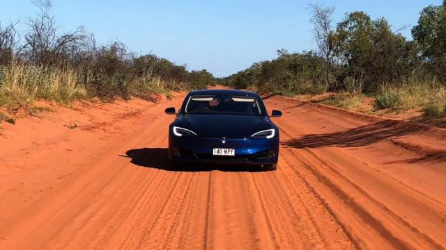 Mulher percorreu Austrália inteira com um carro elétrico