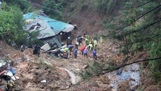 Pelo menos 40 pessoas, maioria mineiros, presas em deslizamento de terras