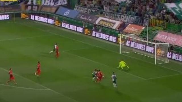 Raphinha estreia-se a marcar e abre marcador frente ao Marítimo
