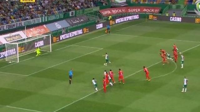 Bruno Fernandes converte grande penalidade sofrida por Jovane