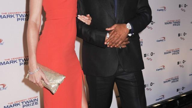 Prestes a serem pais de novo, Eddie Murphy e Paige Butcher estão noivos