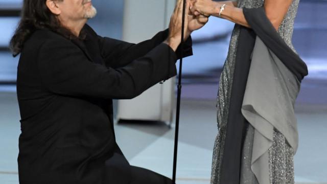 Emmy: Glenn Weiss surpreende plateia ao pedir namorada em casamento