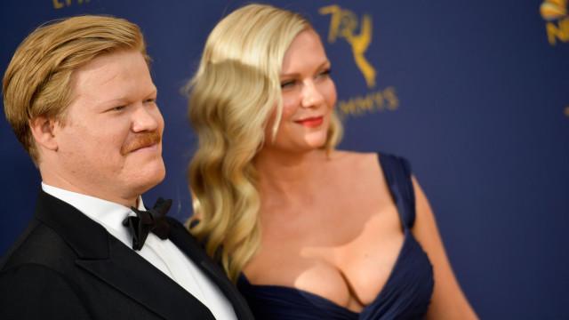 Kirsten Dunst e Jesse Plemons protagonizam momento divertido nos Emmy