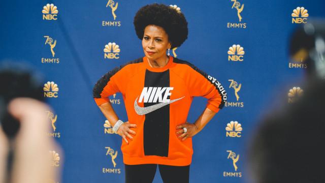 Jenifer Lewis foi com um visual desportivo para os Emmy. Há uma razão