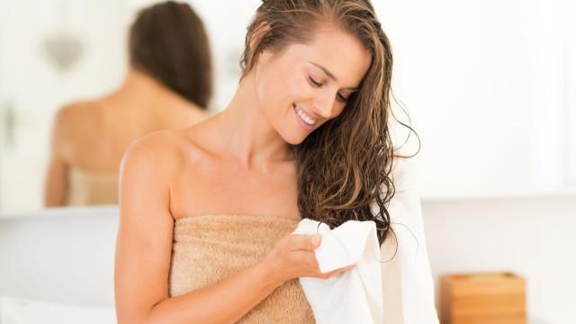 Perigo na casa de banho? Sim, deve (mesmo) lavar as toalhas mais vezes...