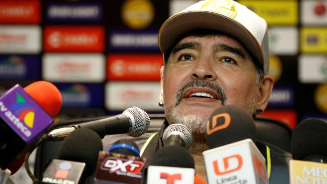 Maradona deu show no balneário: Um recital para ver e ouvir