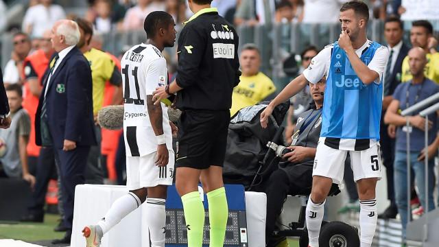 """Jogador alvo da ira de Douglas Costa reage: """"Exijo respeito!"""""""